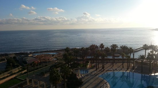 Hilton Malta: View from 10th floow you can hear the sea