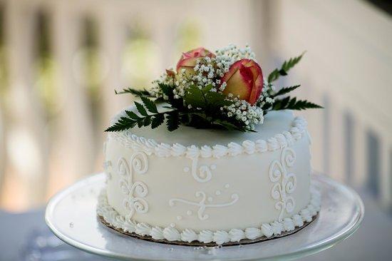 Blue Waters Antigua : Chocolate wedding cake - so yummy!