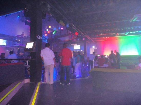 Coco Loco Disco Bar: Começando a Lotar