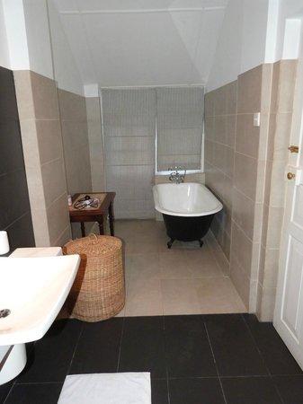 Ferncliff: baignoire salle de bain