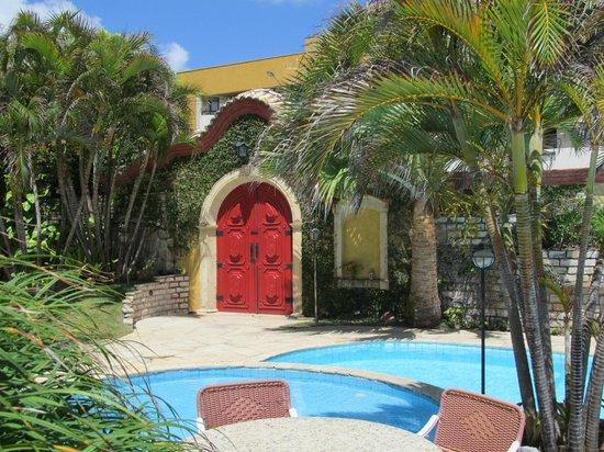 Manary Praia Hotel: Área externa próxima à piscina