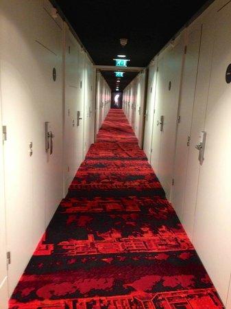 citizenM Amsterdam: Corridor