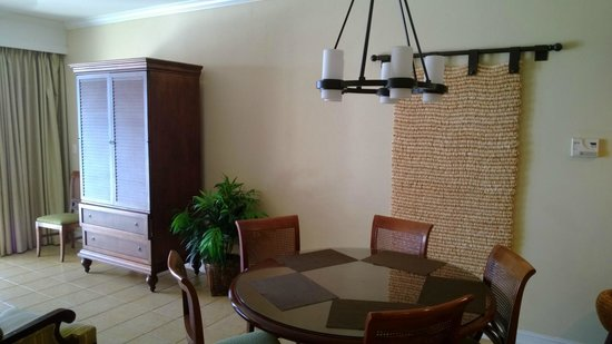 Hyatt Coconut Plantation: Living / dining room