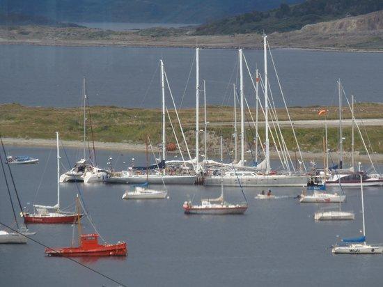 Hosteria Mustapic: Barcos en la Bahia de Ushuaia