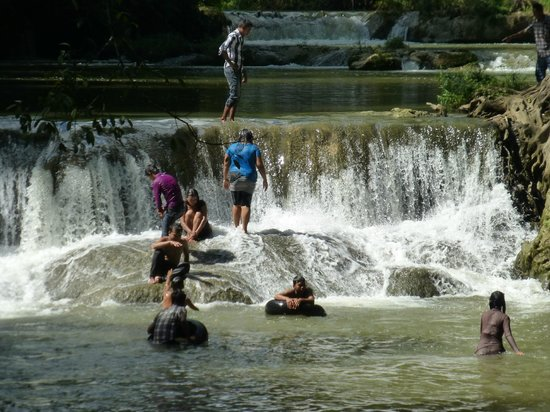 Hampshire Falls and Caves (Pwe Kauk) : Locals bathing in the falls
