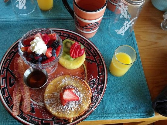 The Shadowcatcher Bed & Breakfast: Cathy makes an amazing breakfast. She even heated up the syrup!