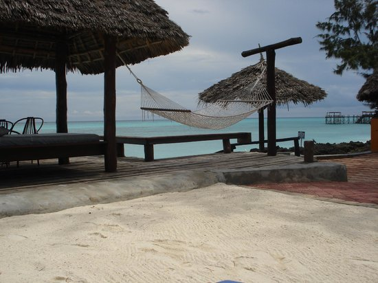 Mnarani Beach Cottages: our private outside place