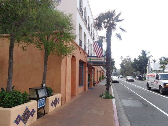 Holiday Inn Express Santa Barbara : front of hotel on busy street