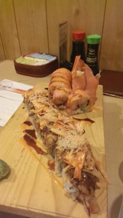 Ginza Japanese Restaurant : volcano and eel special roll