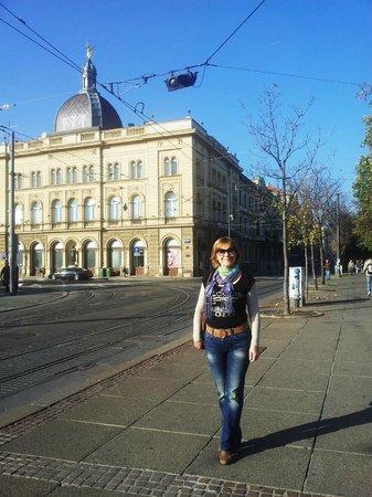 Arcotel Allegra Zagreb: На площади рядом с отелем