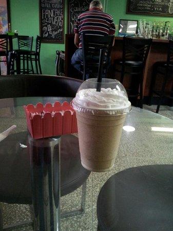 Verde Menta Cafe: White chocolate frozen mocha, mmm delicious!