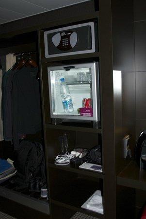 Mercure Paris Montmartre Sacre Coeur: équipement dans la chambre