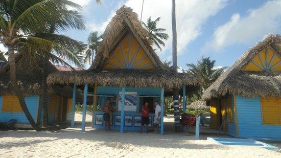 Tropical Princess Beach Resort & Spa: LE CENTRE SEA PRO, JEAN MARIE