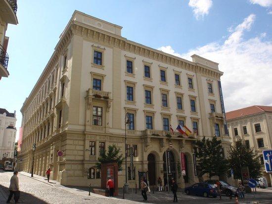 Barcelo Brno Palace: Vista exterior del hotel
