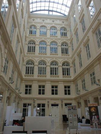 Barcelo Brno Palace: Patio interior del hotel