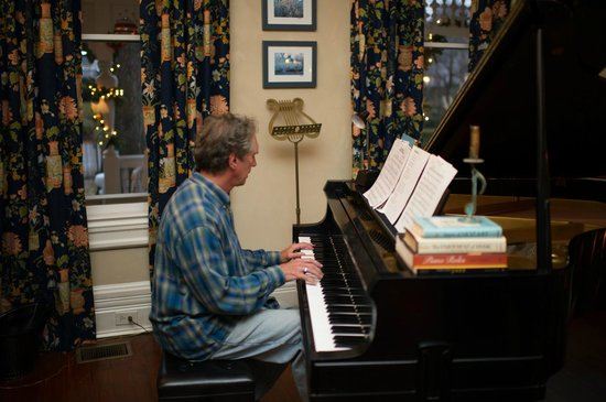 Sugar Magnolia Bed & Breakfast : Jim playing piano
