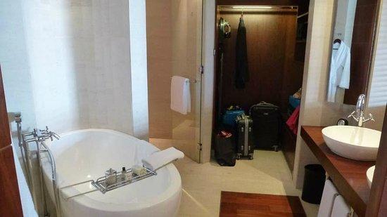 Park Hyatt Dubai: our bathroom