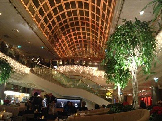 Vienna Marriott Hotel: Hotel lobby area.