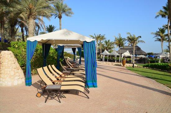 JA Jebel Ali Beach Hotel: территория отеля