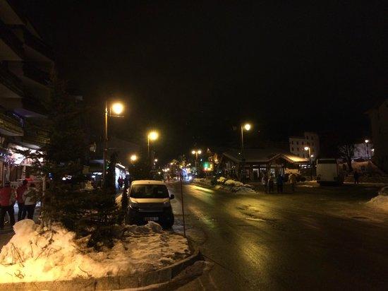 Chalet Marsala : Main Road