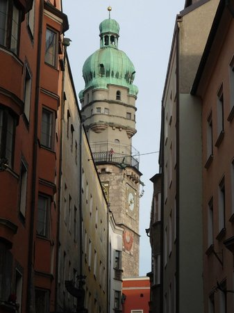 Stadtturm: La Torre Civica vista da una via laterale del centro storico