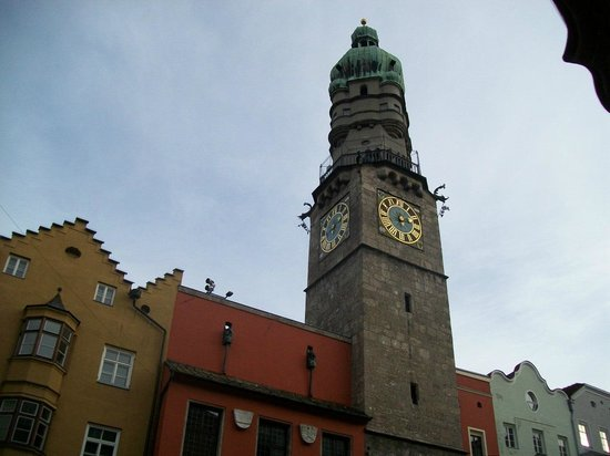 Stadtturm: la Torre Civica in tutta la sua imponenza