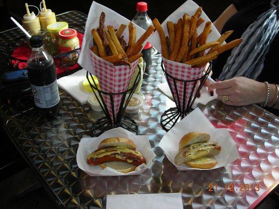 Poynor's Pommes Frites: Brats & pommes frites