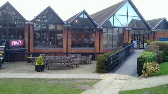 Macdonald Elmers Court Hotel & Resort: Sails Bar and Leisure Centre