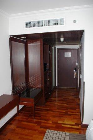 Pullman Bangkok Hotel G: Madera confortable