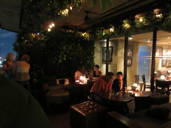 Pullman Bangkok Hotel G: Bar terraza hotel