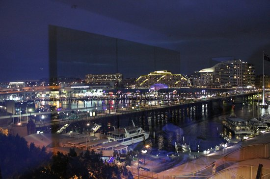 Four Points by Sheraton Sydney, Darling Harbour : Great night time view of the harbour