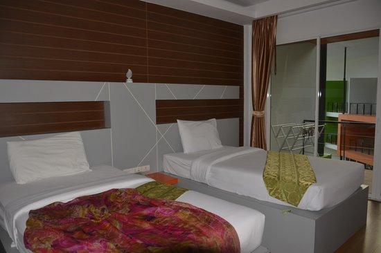 Phi Phi Andaman Beach Resort: То что на против телевизора )))
