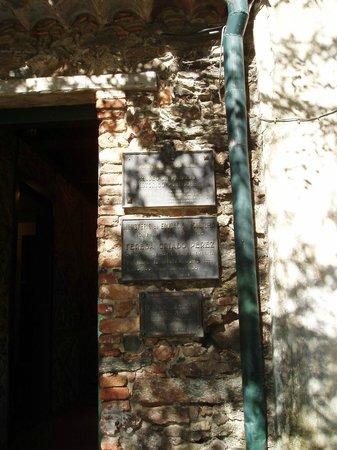Museo Portugués de Colonia del Sacramento: Plaques commémoratives à l'entrée de ce petit musée hébergé dans une bâtisse du XVIIIème siècle