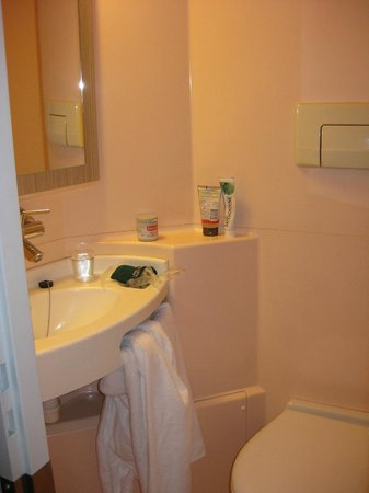 Premiere Classe Lyon Ouest - Tassin: bathroom