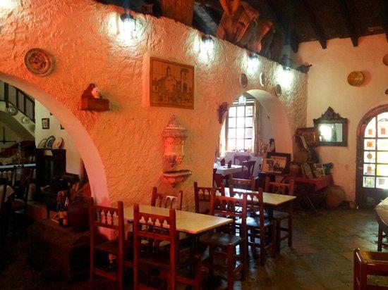 La Venta de L'home: vista del interior-zona del bar