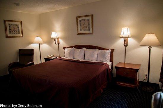 Rocky Mount Inn: King Bed