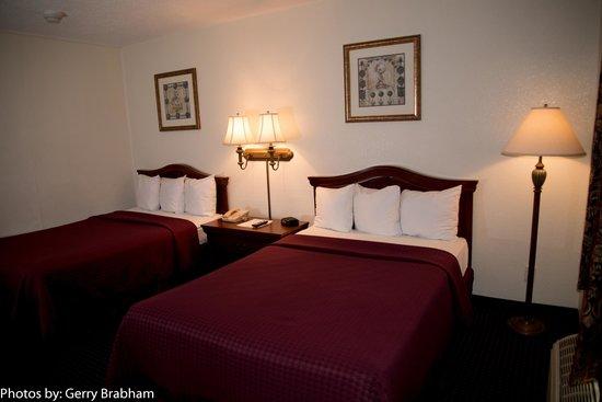Rocky Mount Inn: Two Double Beds