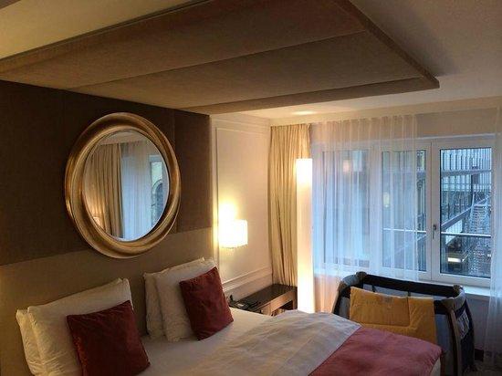 Hotel Vier Jahreszeiten Kempinski Munchen: Bed