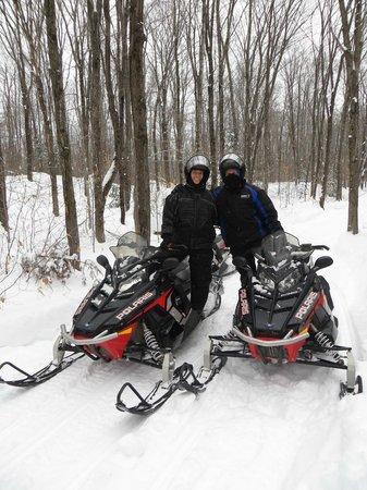 Aventures Plein Air : Snowmobiling