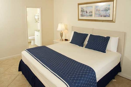 Legacy Harbour Hotel & Suites: King Bed Room