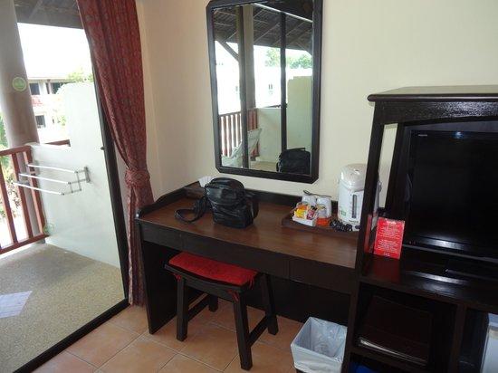 Kata Sea Breeze Resort : номер