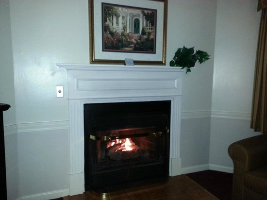 The Lucerne Inn: Fireplace