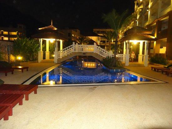 Kata Sea Breeze Resort : бассейн