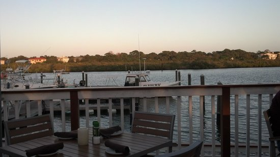 Salt Rock Grill: outside on deck