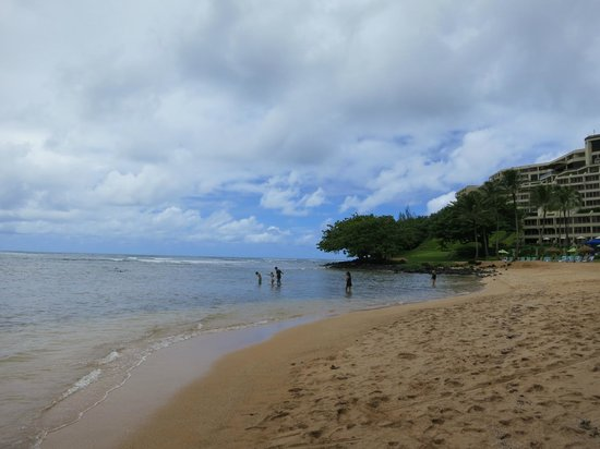 Hanalei Bay Resort : View from the small beach