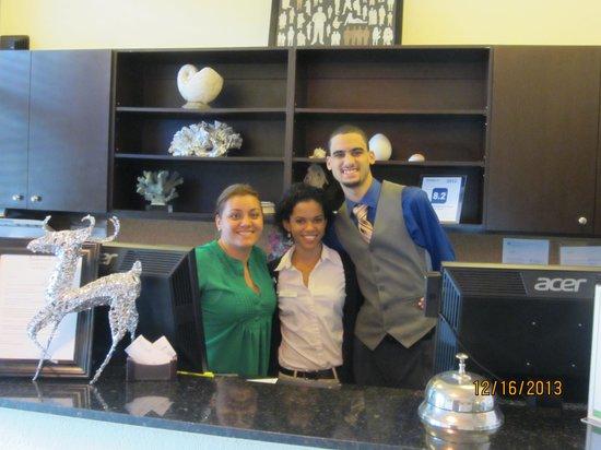 Tradewinds Apartment Hotel : Paola, Susan, Joan (John), front office staff