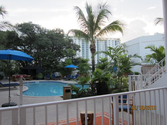 Tradewinds Apartment Hotel : from right outside our apartment