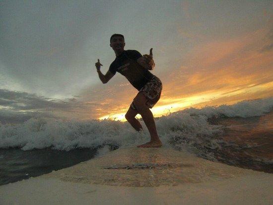 Tortuga Surf School: Sunrise surfing!