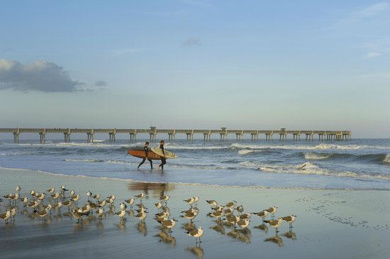 Four Points by Sheraton Jacksonville Beachfront: Beach and Jacksonville Beach Pier