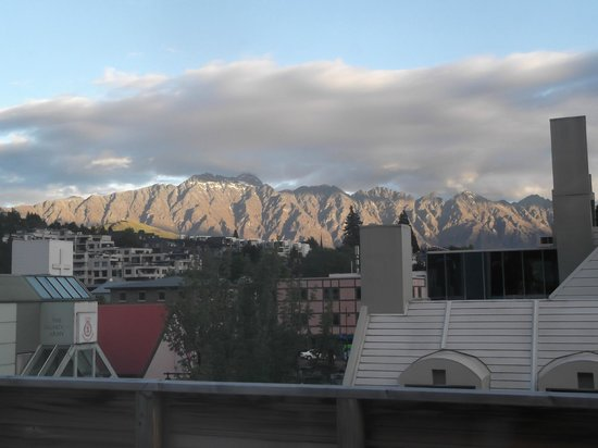 Adventure Queenstown Hostel: amazing view from my room towards the Remarkables